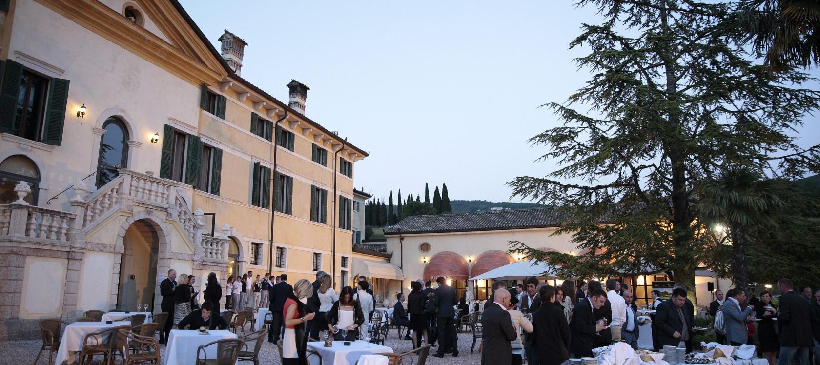 aperitivo fronte villa
